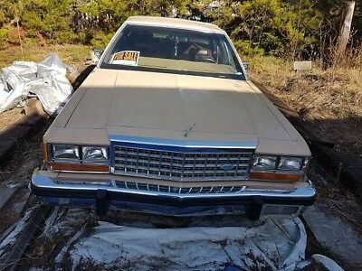 Ford: Crown Victoria