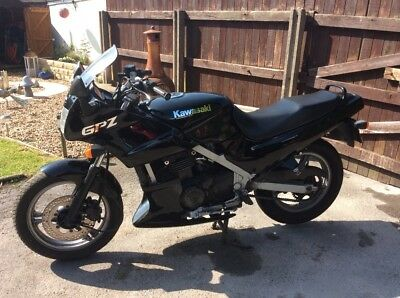 Kawasaki GPZ 500S Motorbike Spairs Or Repair