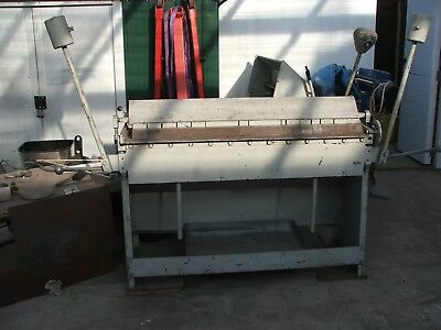 Box and pan sheet metal folder. 1200 mm X 1.2 mm capacity. Old and sturdy.