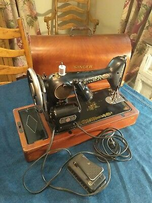 Vintage Singer Sewing Machine W/ Bentwood Case - Works Perfectly