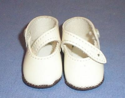 Puppenschuhe aus Kunstleder creme 5,2 cm/pair of doll shoes pat. leath. imit.