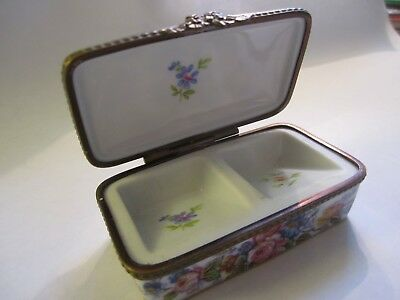 Rehausse' Main LIMOGES FRANCE Hinged STAMP BOX