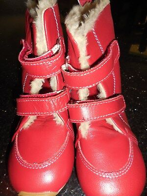 Girls New Skeanie Boots Size 28