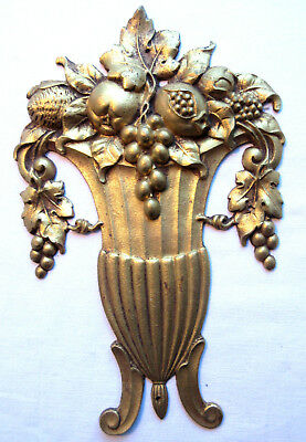 1900 bronze French pediment, furniture decoration: Medici cup full of fruits