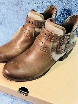 fd7994fff14 NEW UGG AUSTRALIA Women's Brown 'Patsy' Ankle Buckle Leather Boots Size 7