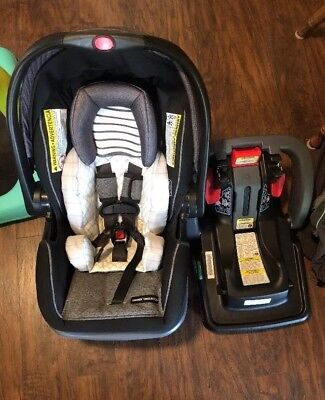 Graco Snugride Snuglock 35 DLX Infant Car Seat With Extra Base and Accessories