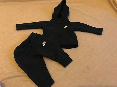 Baby Boys Nike Tracksuit 9-12 months excellent conditions worn a couple of times