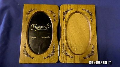 1893M Vtg Wood Double 5x7 Photo Frame Oval View Hinged Self Standing w/Glass VGC