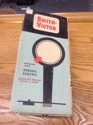 Vintage  Smith-Victor Compact Movie Light Sealed Beam DWA Lamp Working