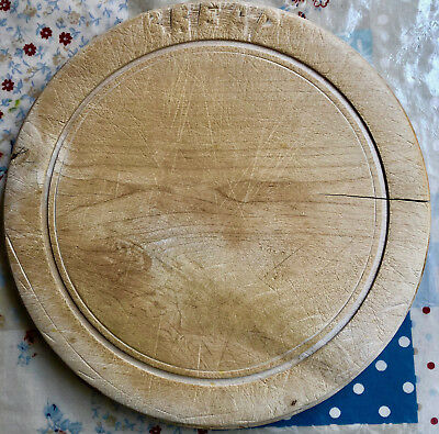 Vintage Circular Carved Wooden Bread Board, Farmhouse Country Kitchen Retro