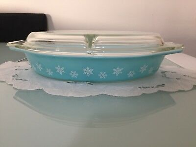 Pyrex 963 Turquoise Snowflake Oval Divided Dish with lid 1 1/2 Quart