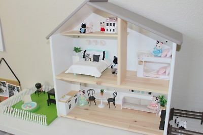 Doll house (your choice of 10 custom colours and wall papers)