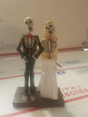 Day Of The Dead Wedding Skeleton  Bride And Groom Figurine made in Peru