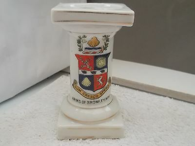 Statue Stand By Gemma China  Crested Arms Of Bromley Kent