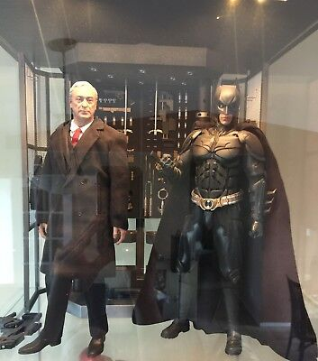 HOT TOYS : Batman Armory with Alfred Pennyworth MMS 235 1:6 Scale Figures - Used