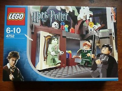 Lego Harry Potter The SPINNING MIRROR DOOR WHERE THE BOGGARD IS BEHIND SET 4752