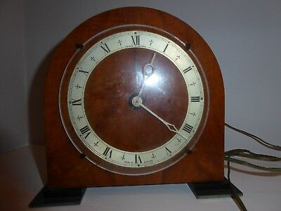 TEMCO Electric mantle clock in working order