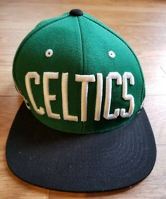 2f340b95423 Men s Mitchell   Ness NBA Boston Celtics Green  Black Snapback Cap Hat OSFA
