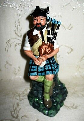 "Royal Doulton Figurine HN 2907 ""The Piper"" Base Signed by Doulton in 1981"