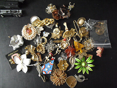 Large Lot of Vintage to Modern Metal and Other Costume Brooch Pins