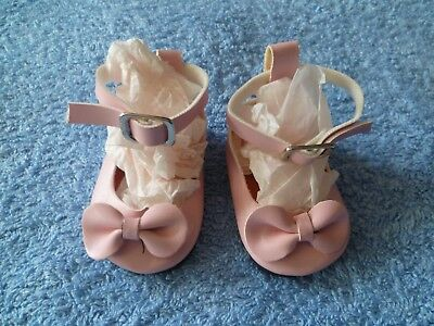 Baby clothes GIRL premature/tiny 5-7.5lbs/2.3-3.4kg length 7cm pink bow shoes