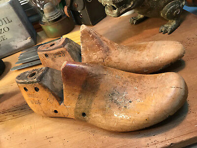 Pair of Vintage Australian Munson Timber Cobbler's Shoe Making Lasts c1949 8EE
