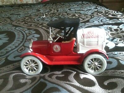 ERTL 1918 Runabout Ford Model T DIE-CAST OLD MILWAUKEE