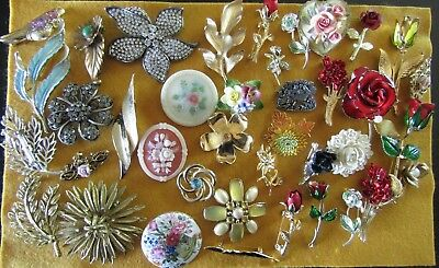 39 Piece Vintage & Old Lot of Flower & Leaf Pins/ Brooches