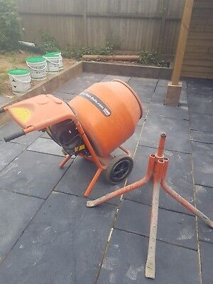 Cement Mixer Belle MiniMix 150 240V with stand 18 months old light DIY use.