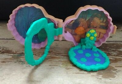 Vintage Disney Pocahontas Polly Pocket Style Playset - no figures.