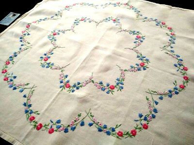 FAIRISTYTCH ~ Double Meadow Flower Swags  ~ Vintage Hand Embroidered Tablecloth