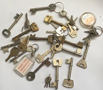 Job Lot Of Old Keys Including Chubb, Legge, Union Etc