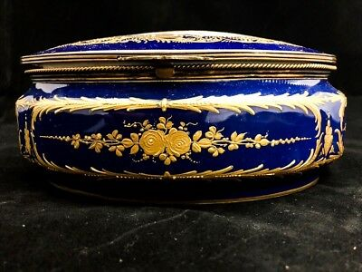 Very Old French Serves Porcelain Box Presenting A Couple Having Picnic