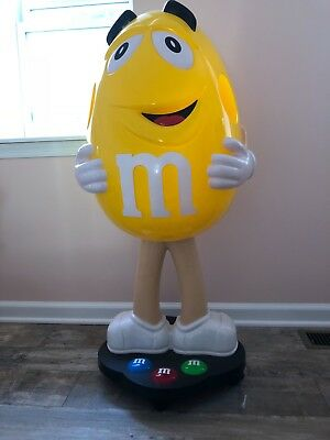 m m store display yellow never used looks brand new