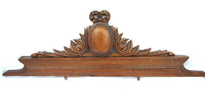Superb French wooden pediment, Louis XVI knot, oval medallion between acanthus
