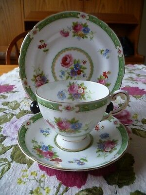 Lovely Vintage Tuscan English China Trio Tea Cup Saucer Plate Green Lowestoft