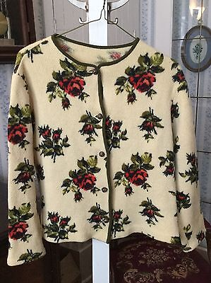 SALE! Beautiful vintage women's sweater with lovely rose pattern (A086)