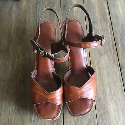 Vintage Platform Sandals - 70s - Size 9 - tan cognac brown leather wood disco