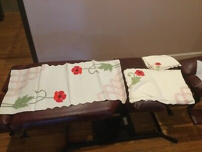 Vintage Table Runner with 8 Napkins and 8 Placemats