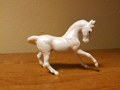 Breyer stablemate Princess Kayla Set Warmblood Pearly White