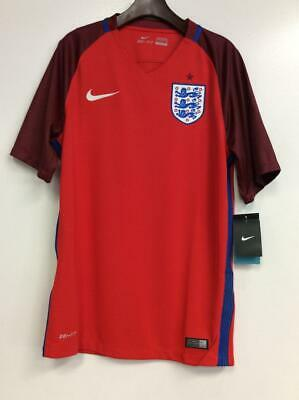 Nike Men's 2018 FIFA World Cup Portugal Crest Red T-Shirt Green Color 909843-348