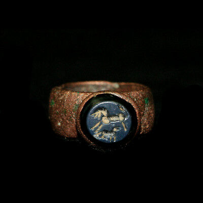Roman copper ring the stone bezel engraved with two horses y2307