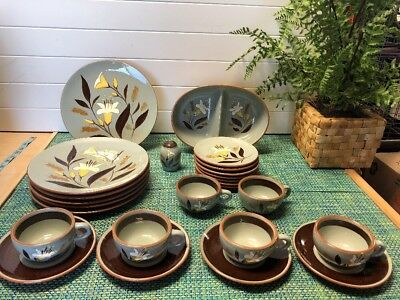 Vintage Stangl Golden Harvest Pottery 25 Piece Set  In Very Good Condition