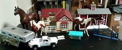 Breyer Stablemates Red Stable Animal Hospital Truck Trailer Horses Lot