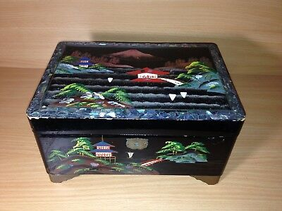 A lovely old Chinese lacquered music box jewellery case / box