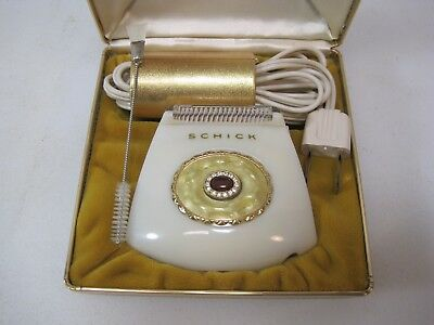 Vintage Lady Schick Crown Jewel Electric Shaver Rhinestone with Case B8911