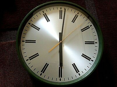 Vintage/Mid Century smiths Industrial battery operated wall clock .m o d`1975