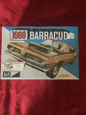 Khs - 1/25 Mpc Model Kit #mpc832/12 1969 Barracuda - Retro Deluxe Edition