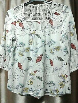 0ec76141f31 PRETTY WHITE FLORAL butterfly crochet loose fit top