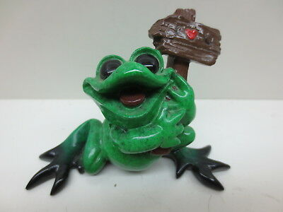 RARE Kitty's Critters Green Frog Holding Heart Sign Figurine 2007 Hiii!!!